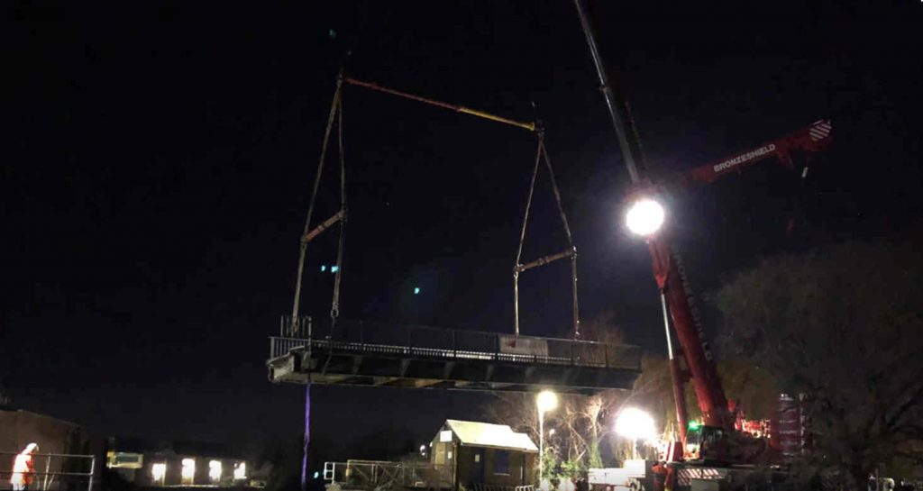 Lifting of creek swing bridge